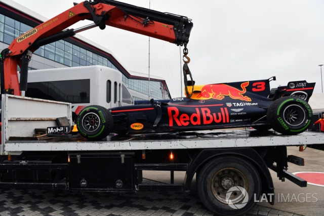 f1-british-gp-2017-the-car-of-daniel-ricciardo-red-bull-racing-rb13-is-recovered-after-sto.jpg